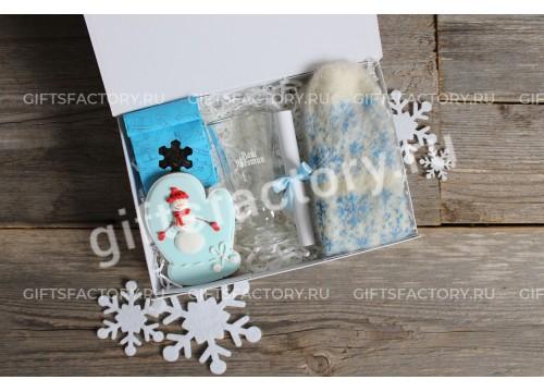 Подарок Вязаная рукавичка